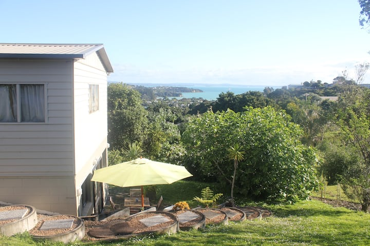 Waiheke self-contained stay central to beaches