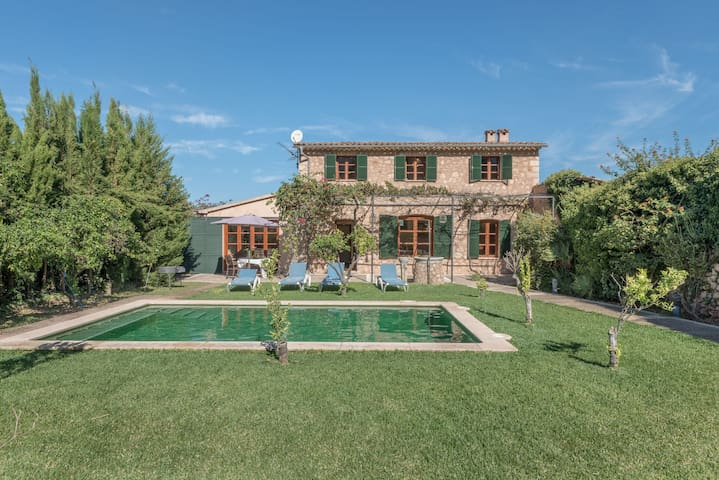 Spacious Villa Ca Na Paula with Mountain View, Wi-Fi, Pool, Garden & Terrace