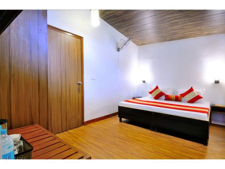 Aadrika Retreat - Oak OR Pine Room Lake View WITH BALCONY on 2nd floor WITHOUT AC