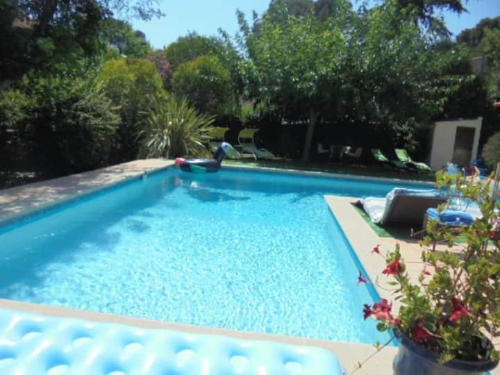 RARE !!! VILLA avec piscine privée, jardin,calme.