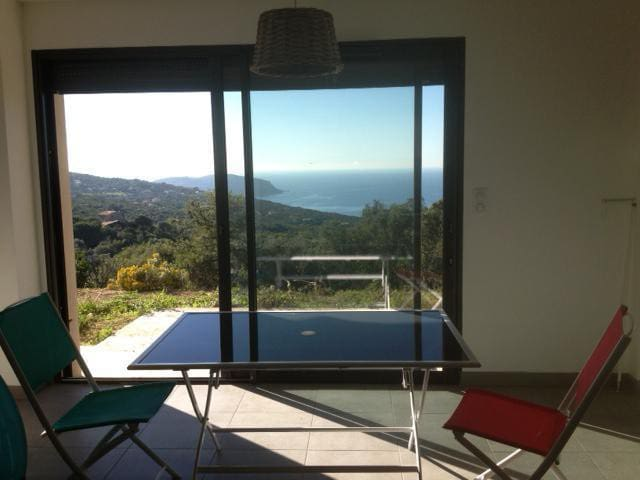 Pleasant new apartment, garden , Sea view