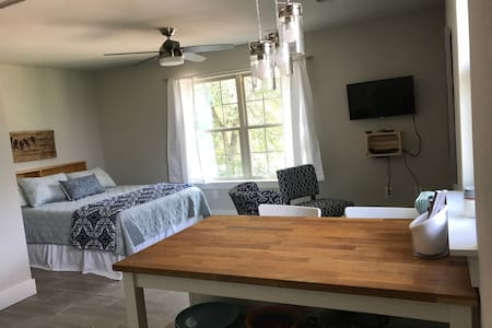 Private South Austin Studio, Kitchen & Laundry