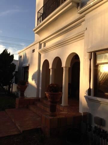 Huge Spanish Classic - Close to everything! - Coronado - House