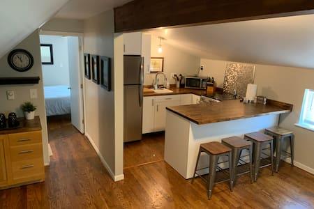 Downtown Boyne City apartment.  5 min to Beaches