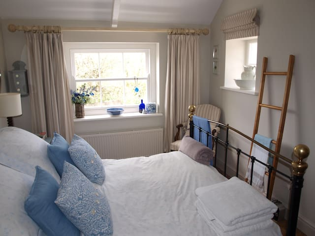 Manorbier - room on Pembrokeshire coast