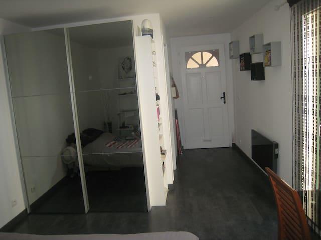 chambre avec entrée privée - Menton - Hus