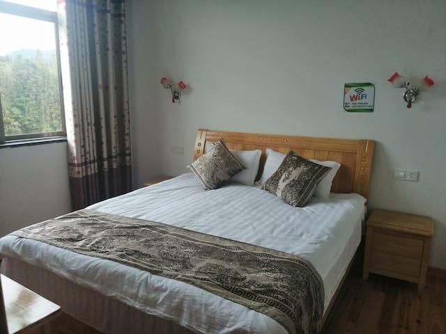 温馨舒适的1.8大床房