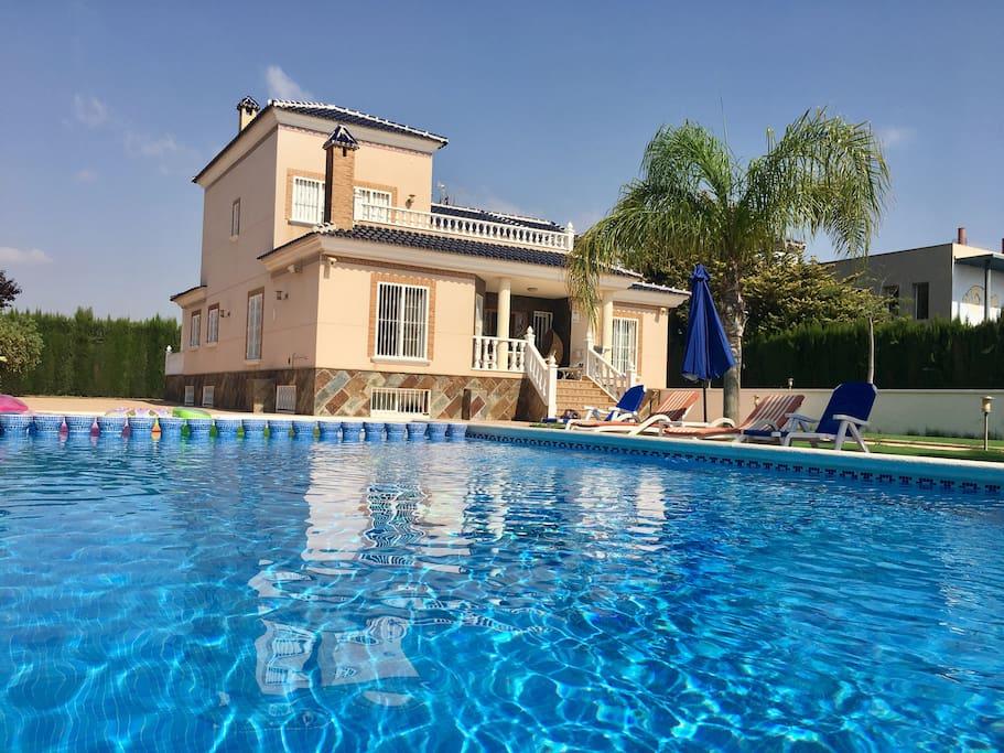 Villa penelope con piscina privada los alcazares villas for Alquiler villas con piscina privada