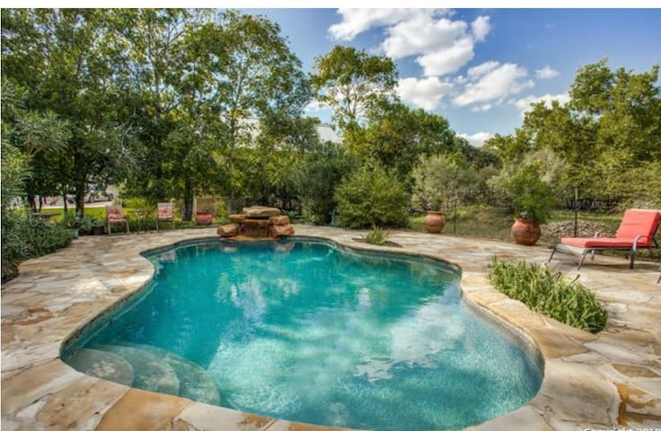 Boerne's Hill Country Casa+ Pool+ Wifi+ Downtown