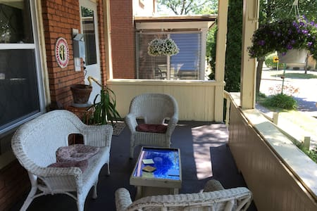 2BD w Porch in Historic Corn Hill - Rochester