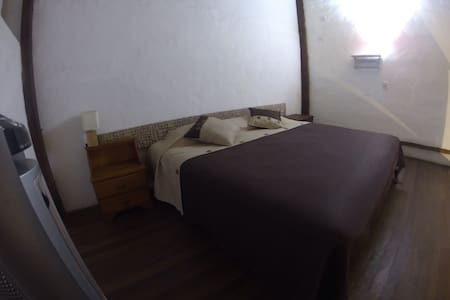 Poet House Duplex Private Room #2 - Hus