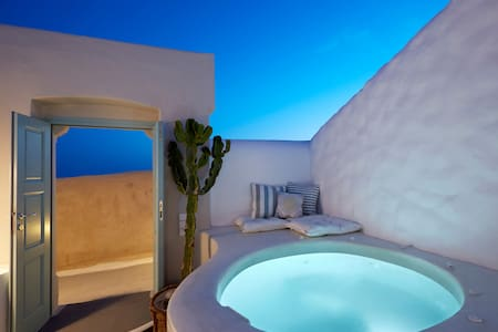 Valsamo ~ Deluxe Villa with private Jacuzzi