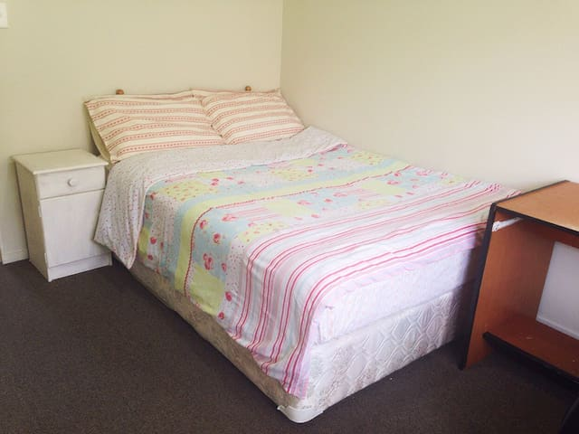 Cosy room2 close to train station - Auckland