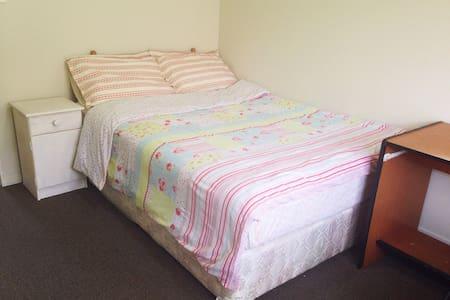 Cosy room2 close to train station - Auckland - Talo