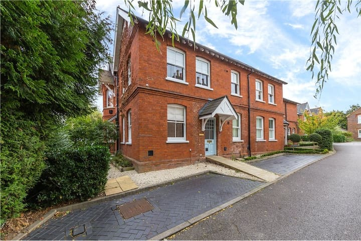 End Mews House in Heart of St Albans with Parking