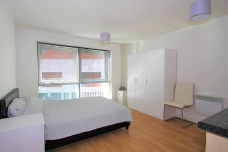 Studio Apartment in Gunwharf Quays