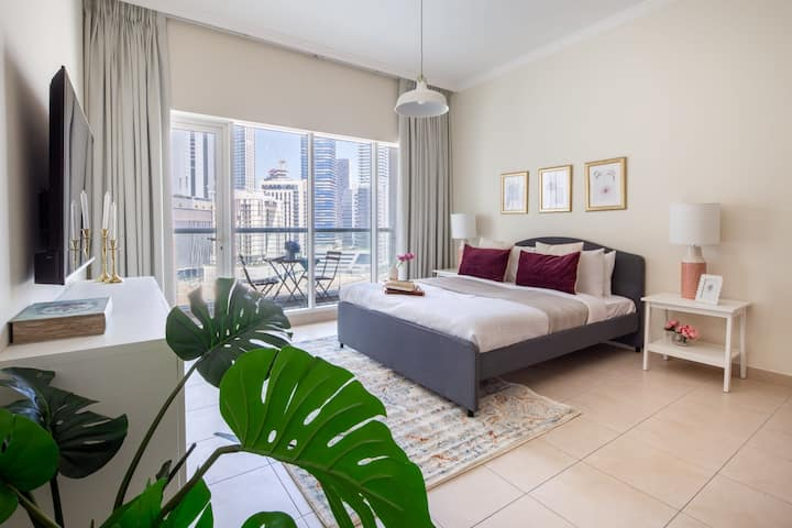 Beautiful Studio Apartment in Downtown Dubai
