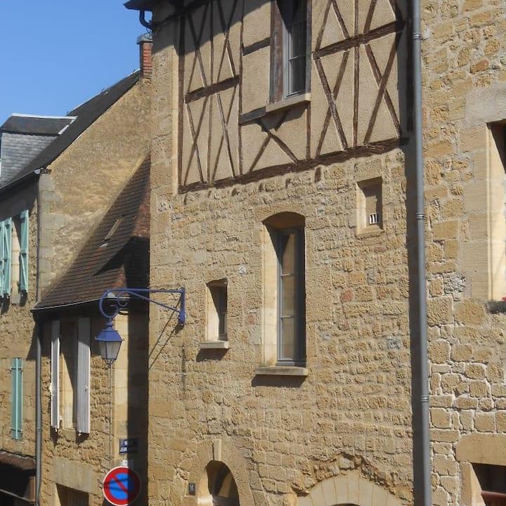 Cité médiévale de Gourdon - immeuble typique