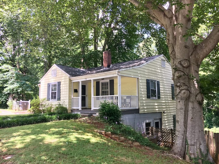 Cozy Cottage in Elkin, NC 15 minute walk downtown