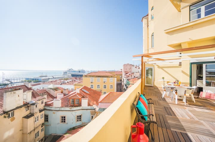 Alfama Spectacular terrace (70m2) view of Tagus
