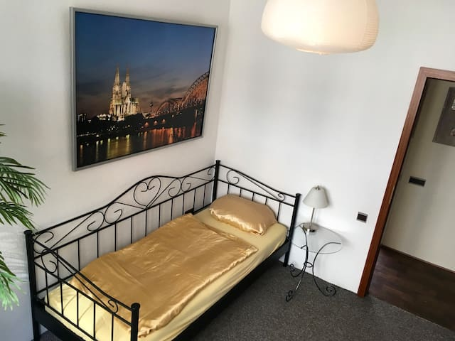 Private room in the middle of cologne! - Köln - Apartment