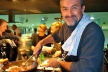 Pas de cuisine sans plaisir, le votre et le mien. Carris, Rougails, Zambrocal,Samoussas, Bouchons, Bananes flambées, Rhum arrangé...