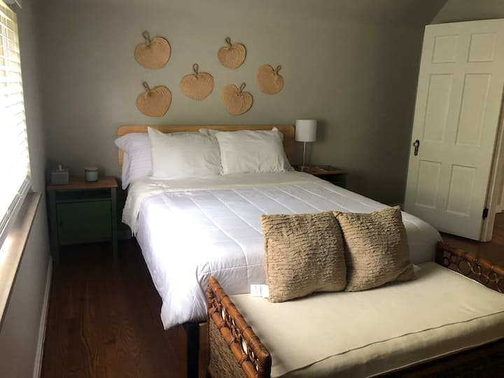 ❤️Rare Find l Cozy 2 Bedroom l Close to Downtown!