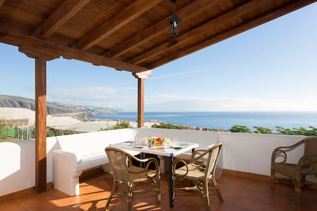 Casa Canaria with pool, for couples or families