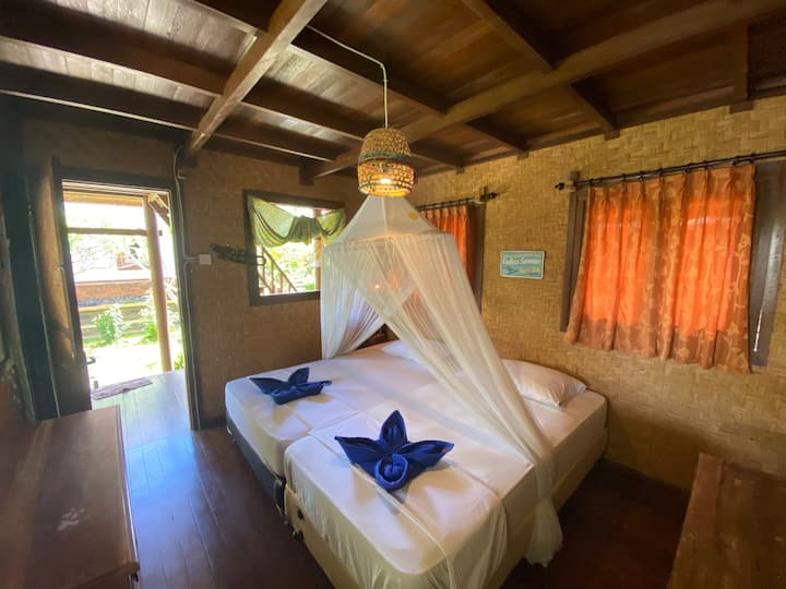 Stone`s Home Stay room 5 surf and yoga