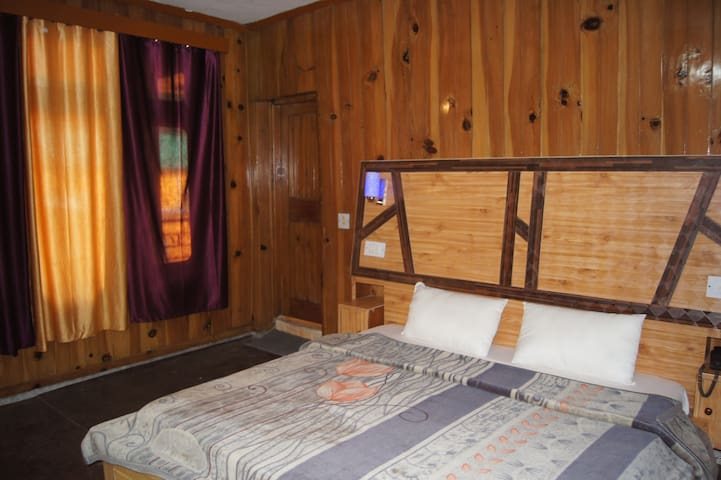 Comfortable Room in the River Bank in Old Manali 3