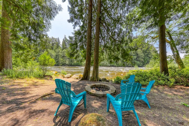 Charming riverfront cottage w/ firepit, updated amenities, patio, & grill!