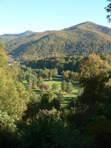 Easily Sleeps 8.  Golf, Hiking & Fishing nearby