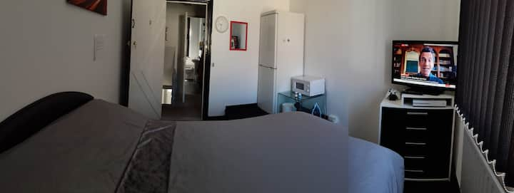 Clean & Comfy Double Room