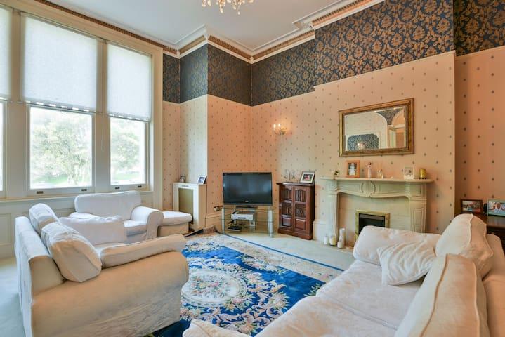 Stunning Regency Seaside Apartment