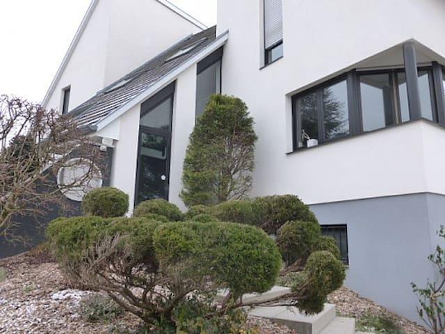 Belle chambre avec SDB privative dans maison - Rixheim - Huis