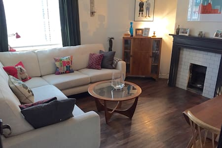 Central 2 Bed Flat in Waterloo - Londra