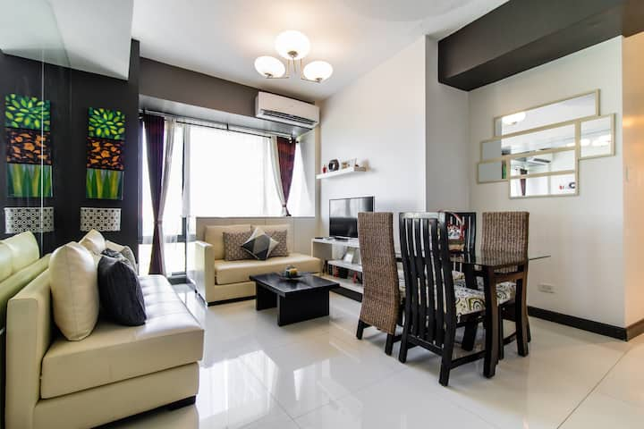 Top-rated 2BR @ the ❤ of BGC