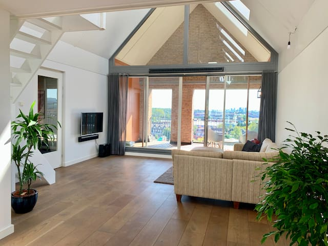 Room in LOFT (12 Min to Amsterdam)