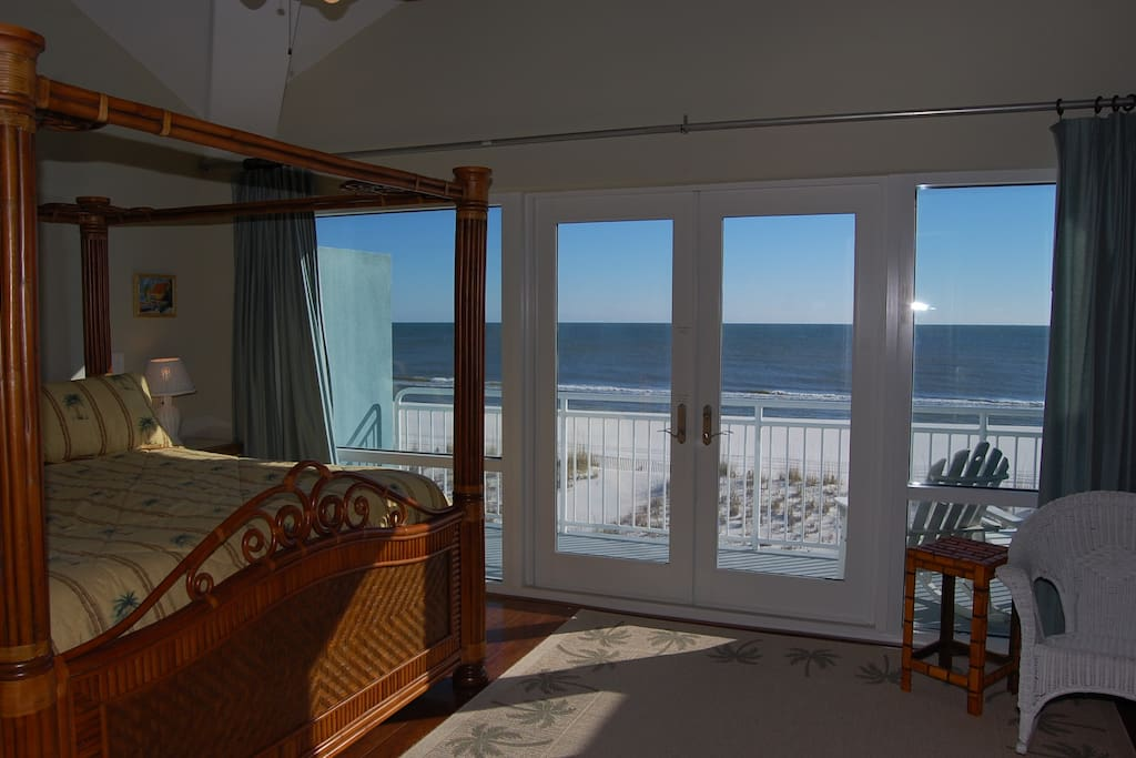 Master bedroom w/view of the Gulf of Mexico, and private balcony