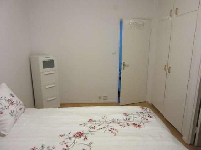 Private room with a comfortable double bed! - Borås - Byt