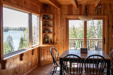 Spacious Bay House on Jasper Lake