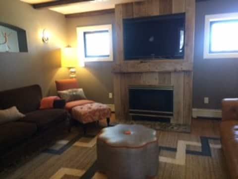 Stonewood Cottage - Stylish, Cozy, Good Location