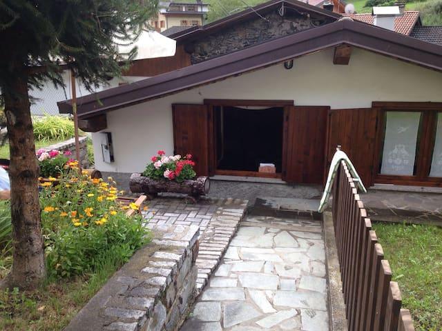 Tranquilli in una piccola casetta vicino ad Aprica - Corteno Golgi - House