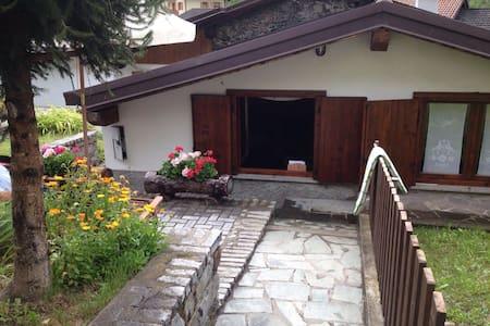 Tranquilli in una piccola casetta vicino ad Aprica - Corteno Golgi