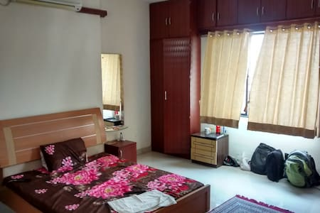 Large private room in a 3BHK with lavish amenities - Pimpri-Chinchwad