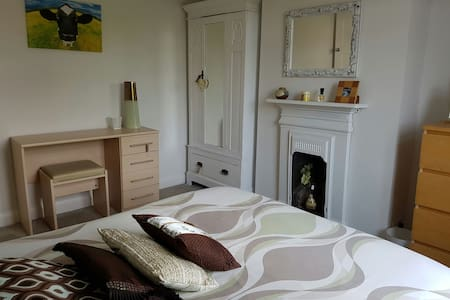 Room in family home FREE PARKING - Portslade