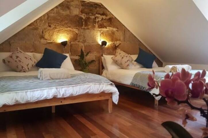 Budget Sydney City Loft Room! 2 Double Beds