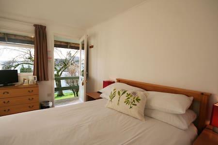 Arran Sleep Huts - Double en-suite private room - Lamlash - 통나무집