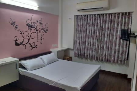 Budget apartment at Kandivali East - Mumbai - Wohnung