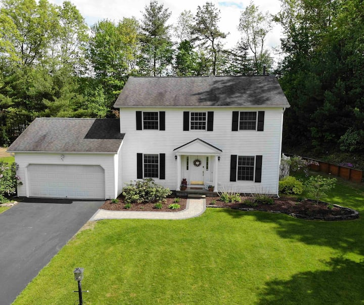 Family home, 10 mins to Downtown Saratoga Springs